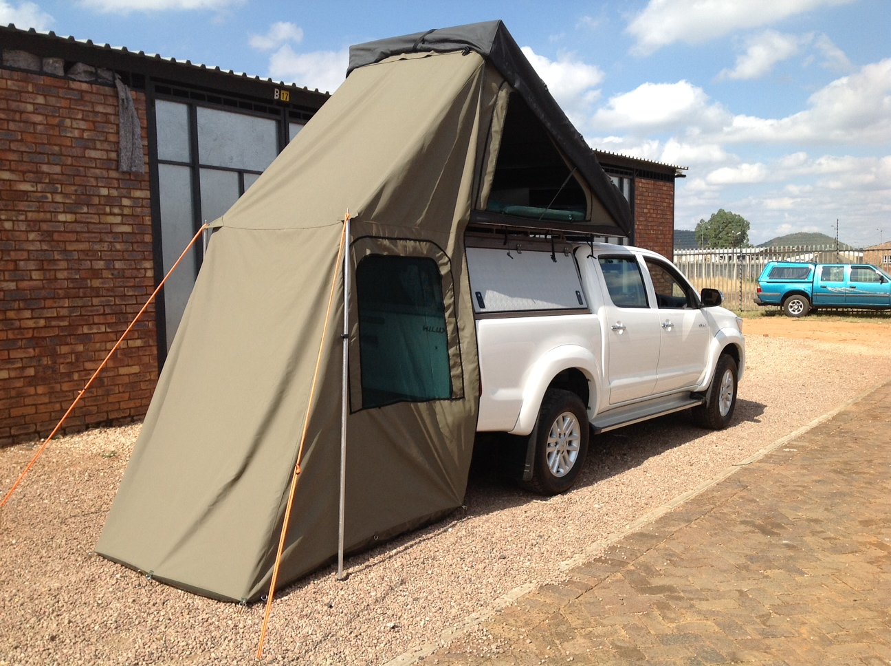 Cost R12 950.00 & Quick pitch roof top tent | Custom Leisure Tech